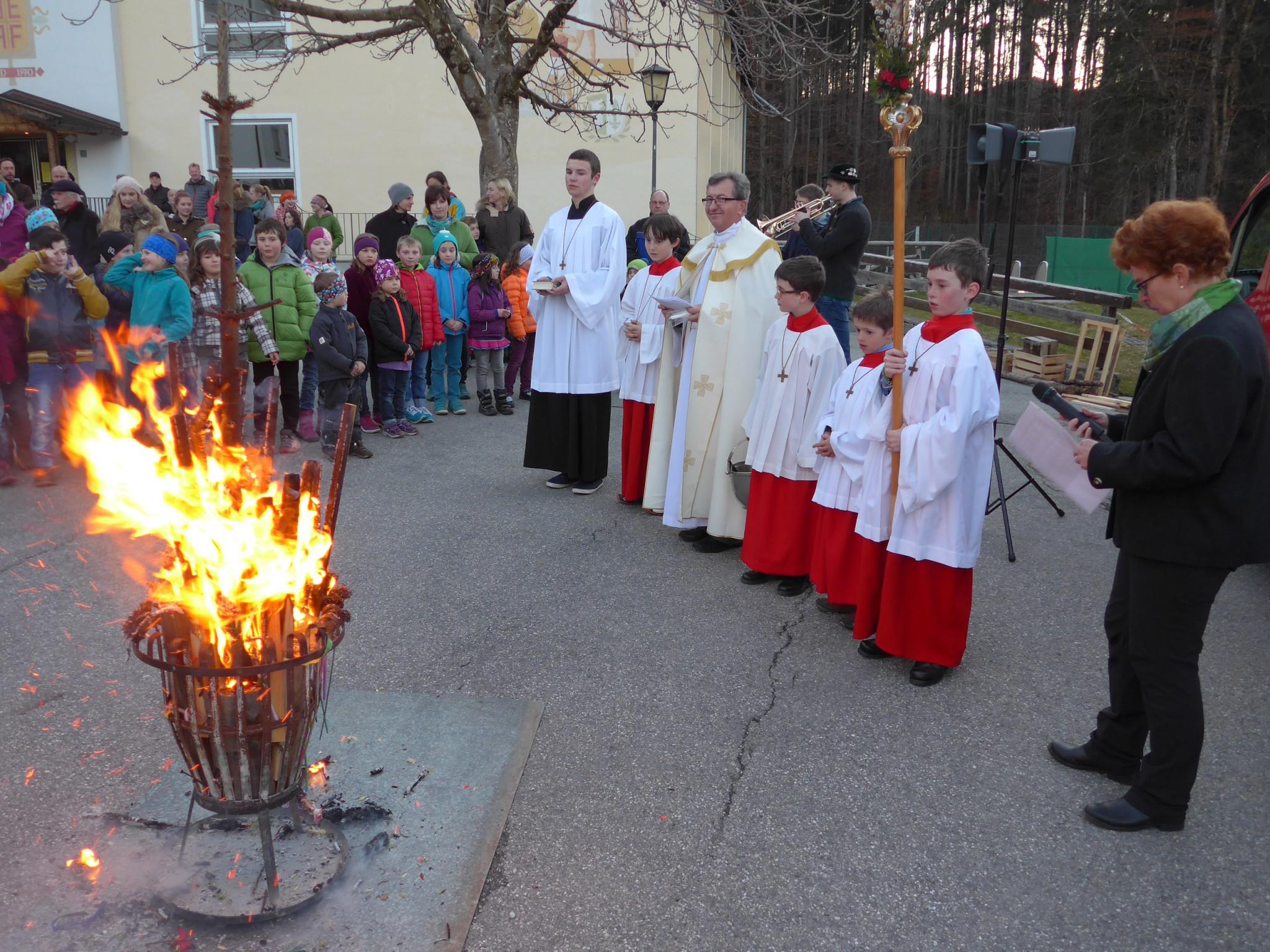 Beginn der Osterlichtfeier